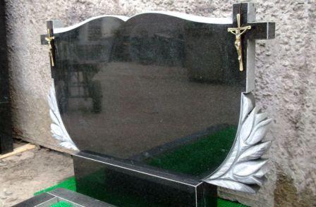 Надгробные плиты для двойных могил: выбор материала, варианты оформления