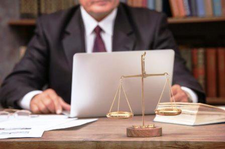Когда необходима помощь юриста онлайн